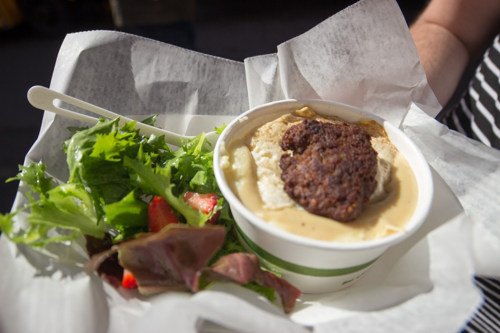 The 0:900 from Mister Canteen: grits, gravy, fried egg, and fresh sausage and salad with vinaigrette. Excellent!