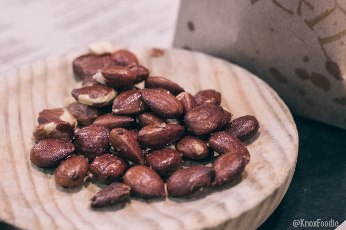 Delicious Toasted Almonds with the most easy oil!